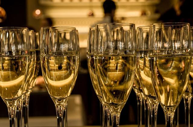 מתכננים הרמת כוסית לראש השנה? מה לא לשכוח להזמין