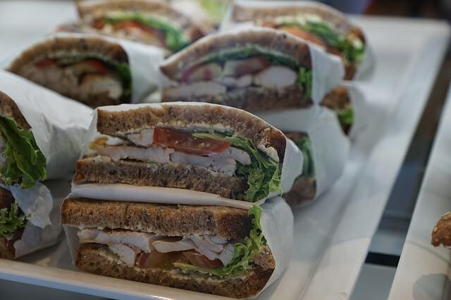 איך סנדוויצ'ים לאירועים השתלטו על טעם האורחים