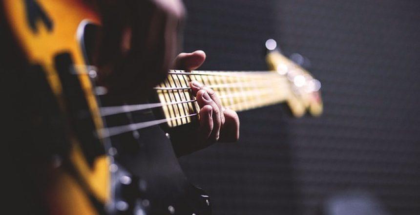 האם לימודי גיטרה בס מתאימים לילדים