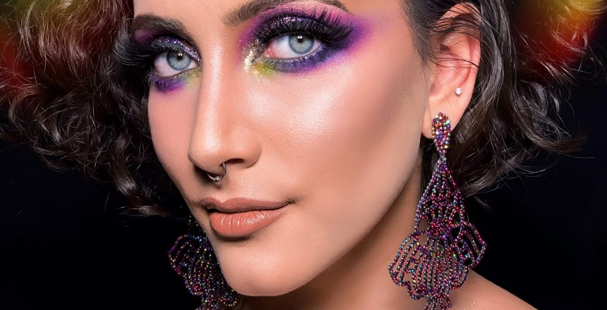 woman-with-purple-eye-shadow-3427106